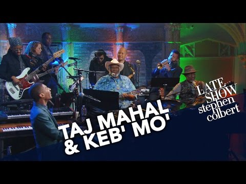 Video Taj Mahal & Keb' Mo' Perform 'All Around the World' With Jon