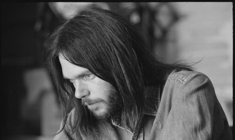 Review Neil Young - Greatest Hits (Remastered)