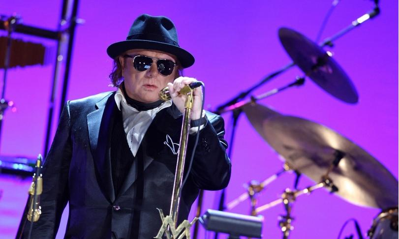 Review Van Morrison - Roll With The Punches
